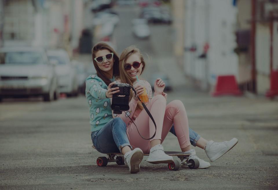 modaya-yon-veren-markalar-dijital-trendleri-nasil-belirler-main-royandteddy1-960x656.jpg